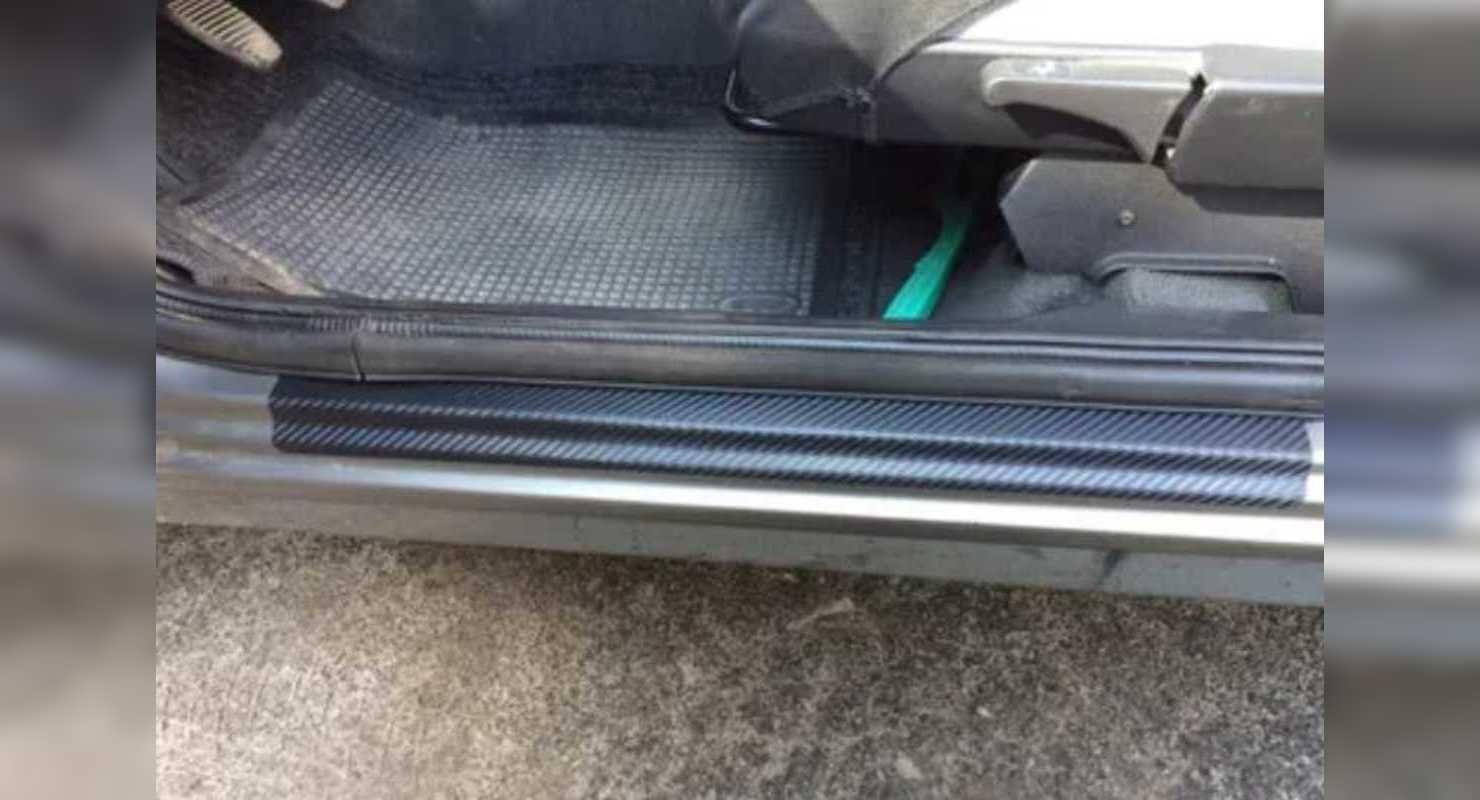 Навіщо клеять захисну плівку на пороги під дверима машини?