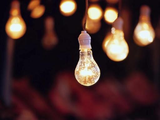 Тарифы на электроэнергию в Украине повышать передумали: что ждет украинцев до конца осени