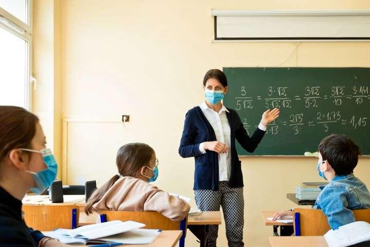 Цієї осені вчителям не підвищать зарплату: в бюджеті немає грошей, - Міносвіти