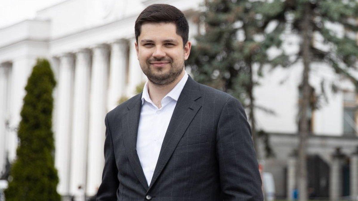 «Слуги» хотят остановить эпидемию Covid-19 в Украине при помощи российской вакцины