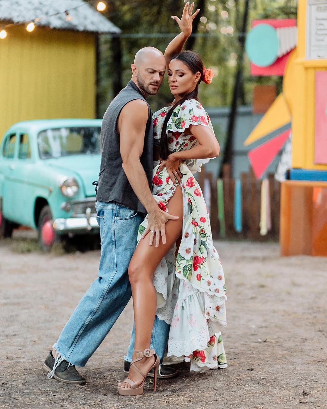 Влад Яма з дружиною запалили Мережу пристрасним танцем: кохання і ніжність в кожному русі