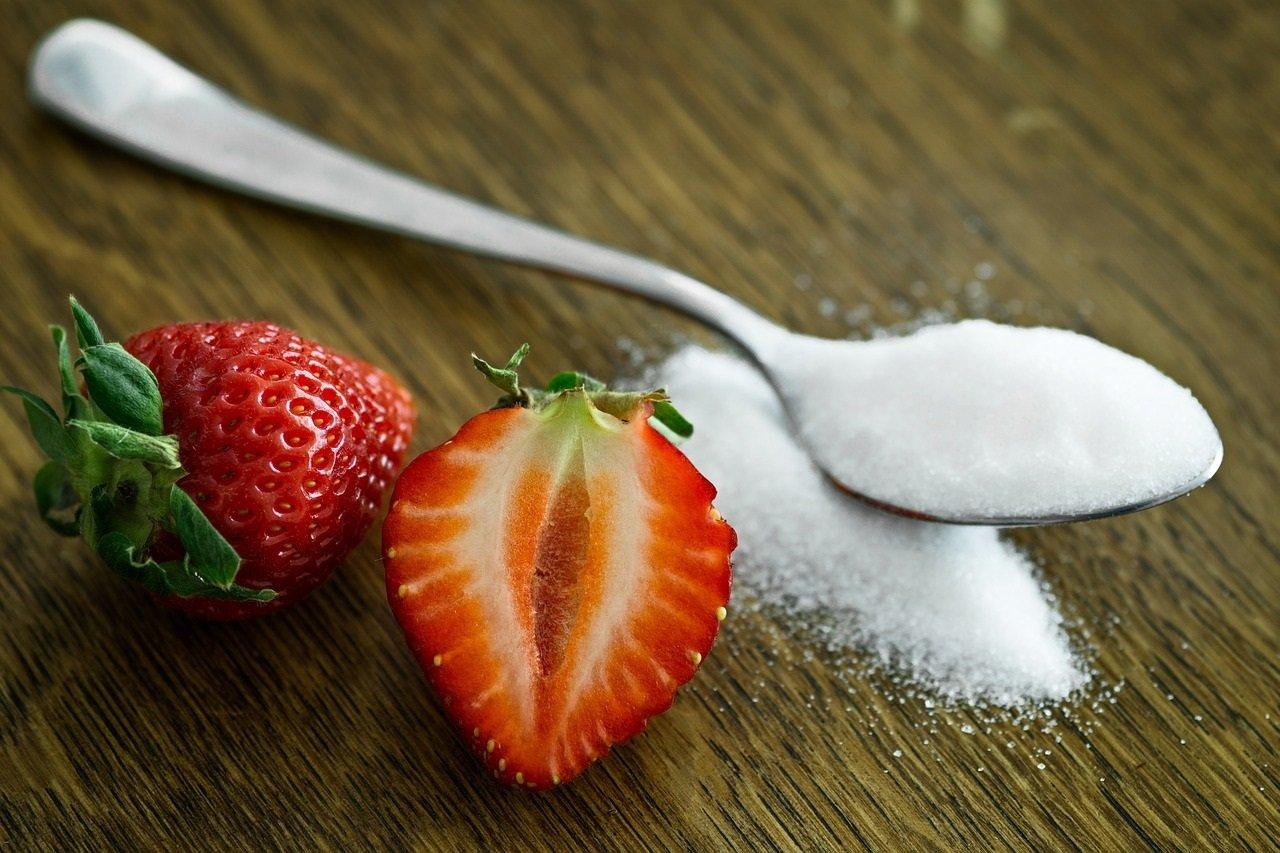 Що станеться з організмом, якщо перестати їсти солодке і пити чай без цукру