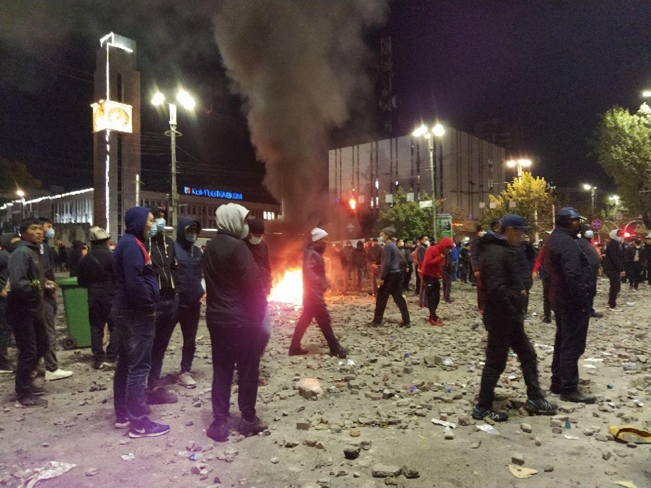 Массовые протесты в Кыргызстане: президент заявил о попытке захвата власти оппозицией