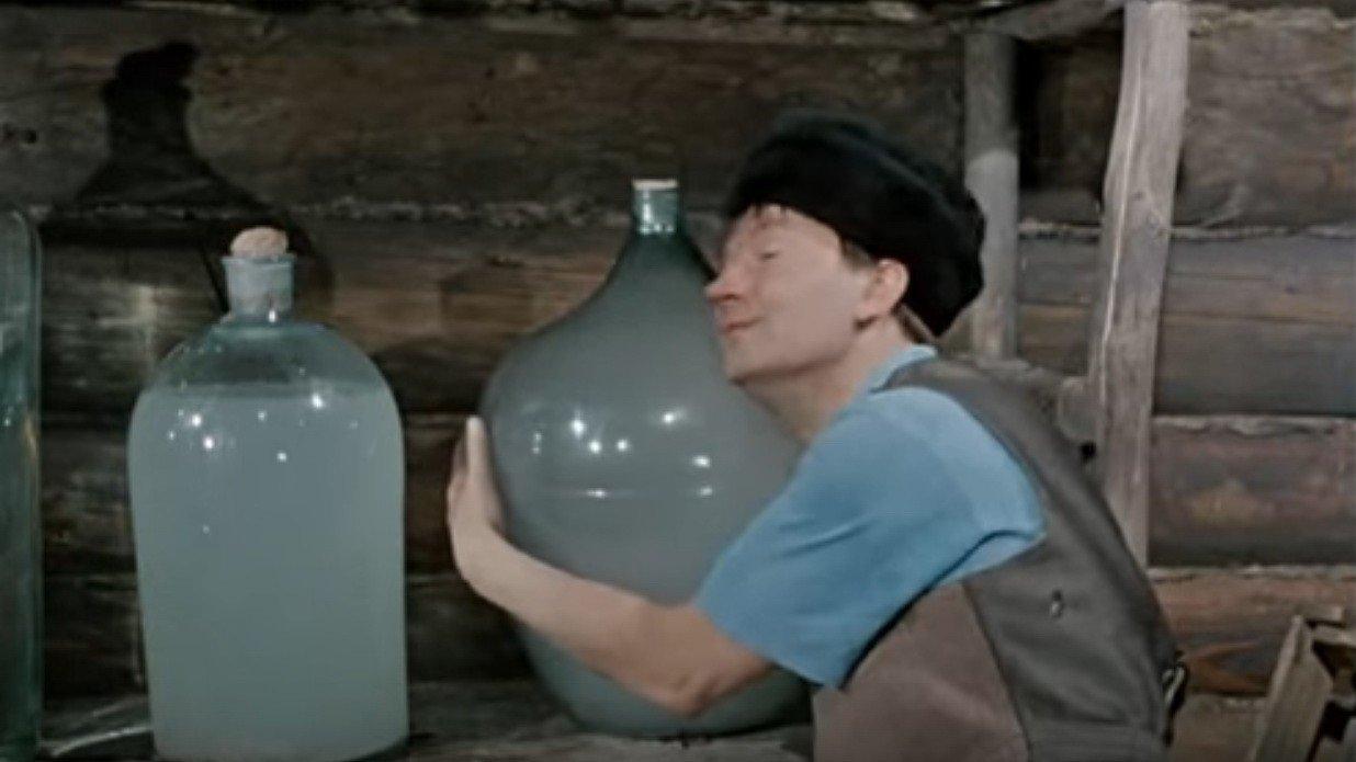 В Украине легализуют самогоноварение: «Слуги» хотят разрешить свободную продажу «домашней водки»