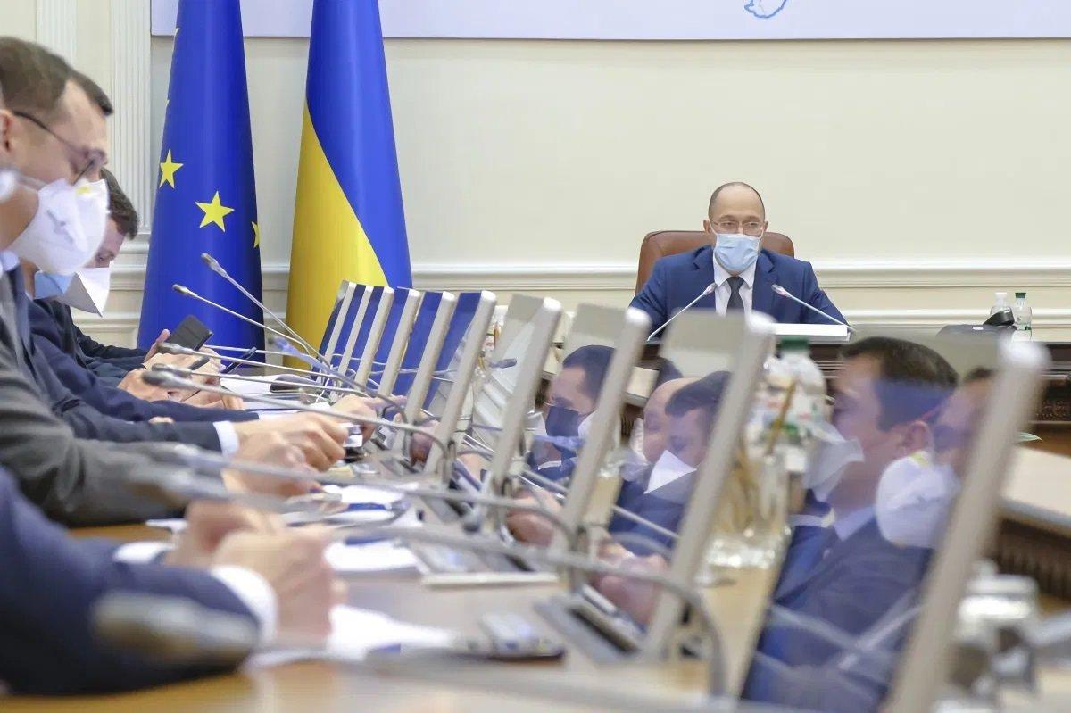 Карантин в Україні продовжили до Нового року: Кабмін прийняв важливе рішення