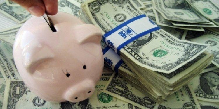 Як правильно робити валютні заощадження: поради експерта про покупку і продаж доларів в Україні