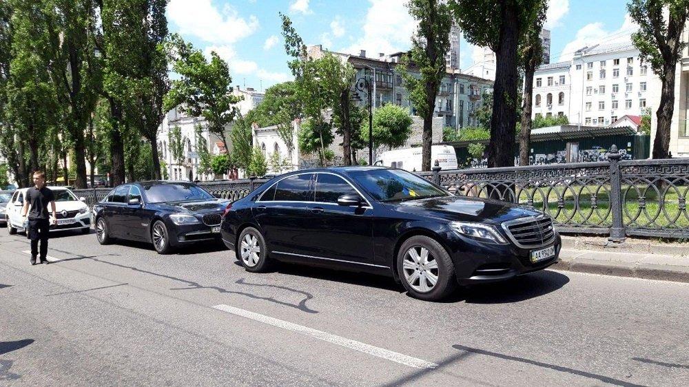Кортеж Порошенко ездит по Киеву со скоростью 130 км в час: почему нардеп не будет оштрафован