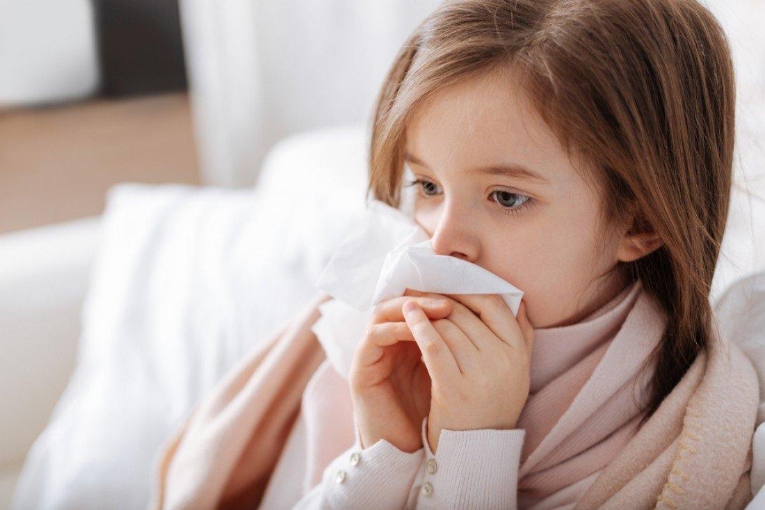 Чому небезпечно стримувати кашель і чхання: попередження лікарів