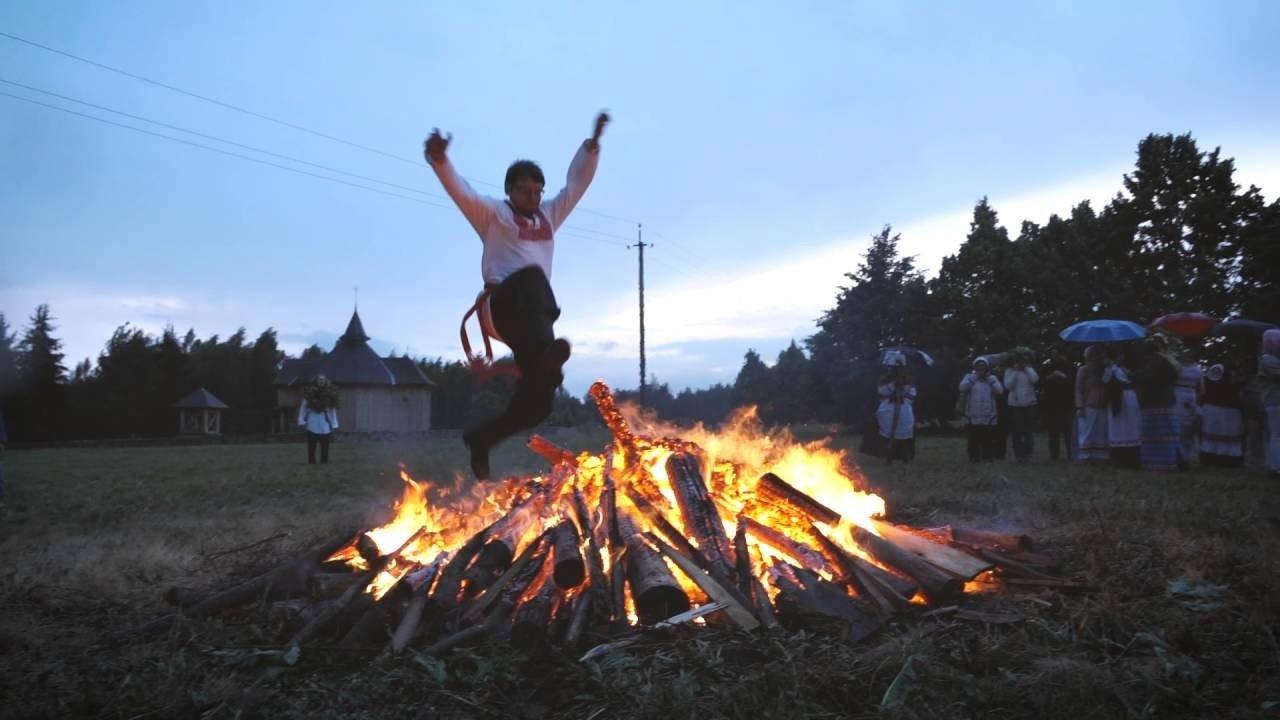 Праздник 23 октября: на Евлампия прыгали через костер, чтобы очиститься от грехов