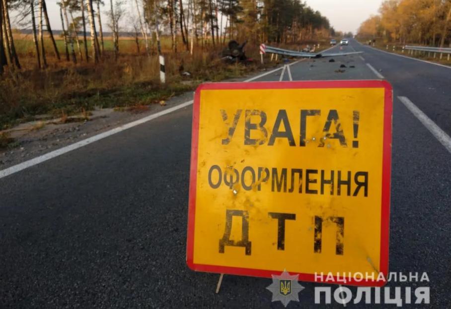 Смертельное ДТП на Сумщине: водитель и трое пассажиров погибли после удара в отбойник