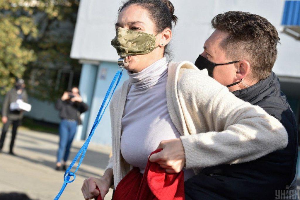 Що загрожує активістці Femen за образу Зеленського: в поліції розповіли