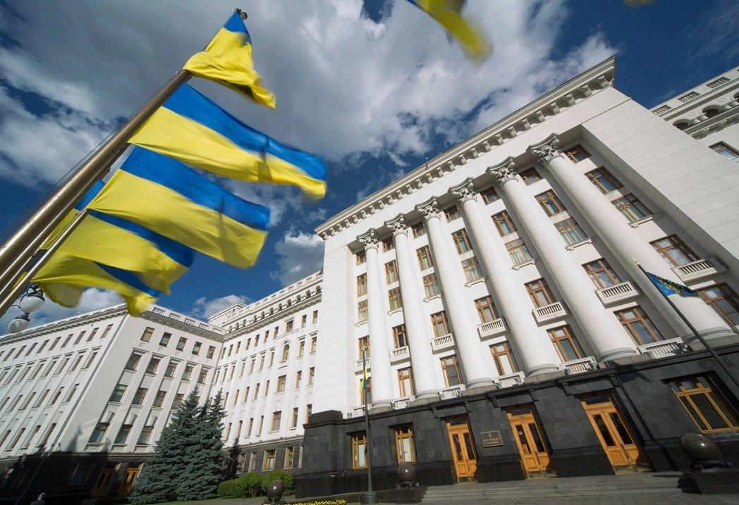 Кадрова чистка в Офісі президента почнеться після місцевих виборів: кого звільнить Зеленський
