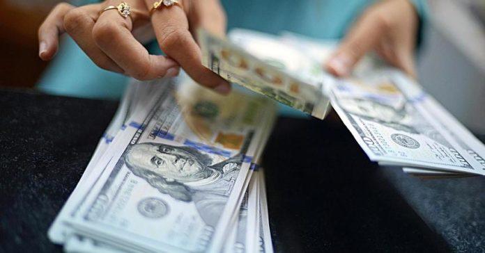 Долар після виборів дорожчає другий день поспіль: прогнози експертів до кінця тижня