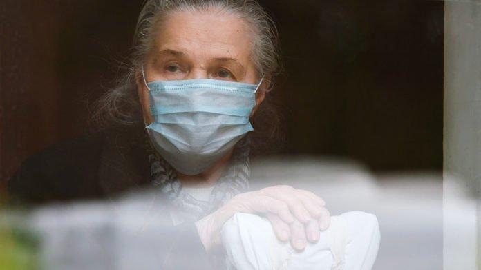 Вирусологи рассказали, кого вакцина от коронавируса не сможет защитить