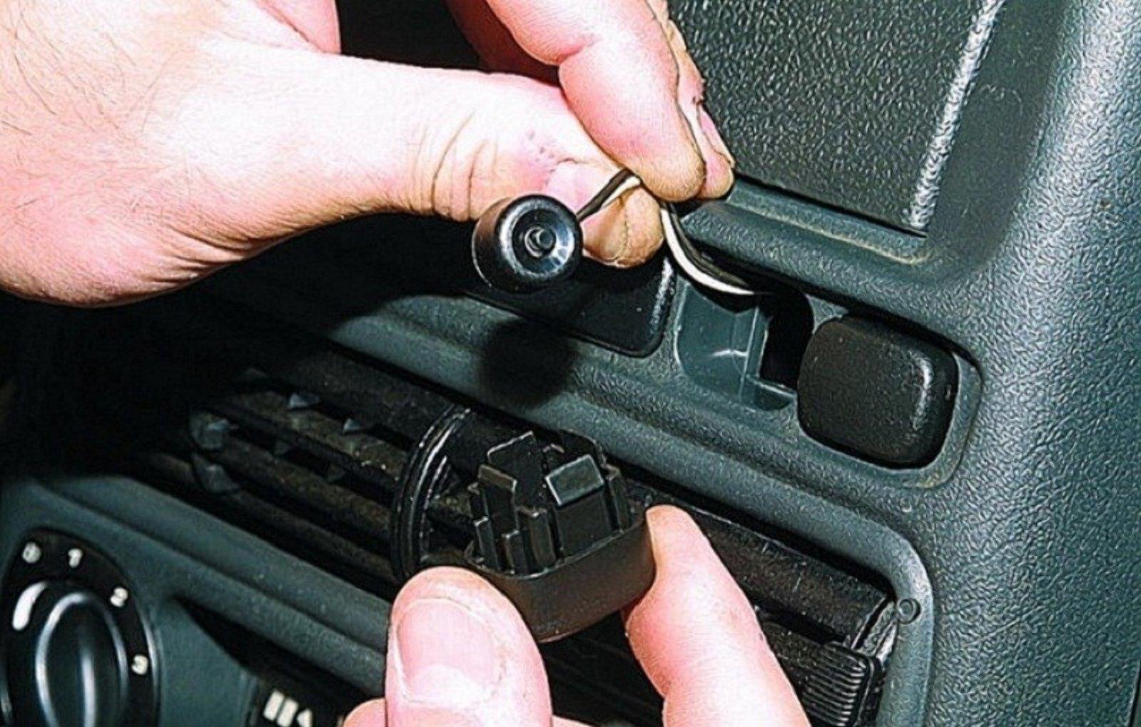 Як потрапити в авто, якщо сіла батарейка брелка сигналізації