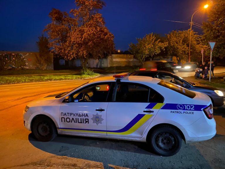 ДТП з автомобілем поліцейських в Ужгороді: патрульна машина збила жінку
