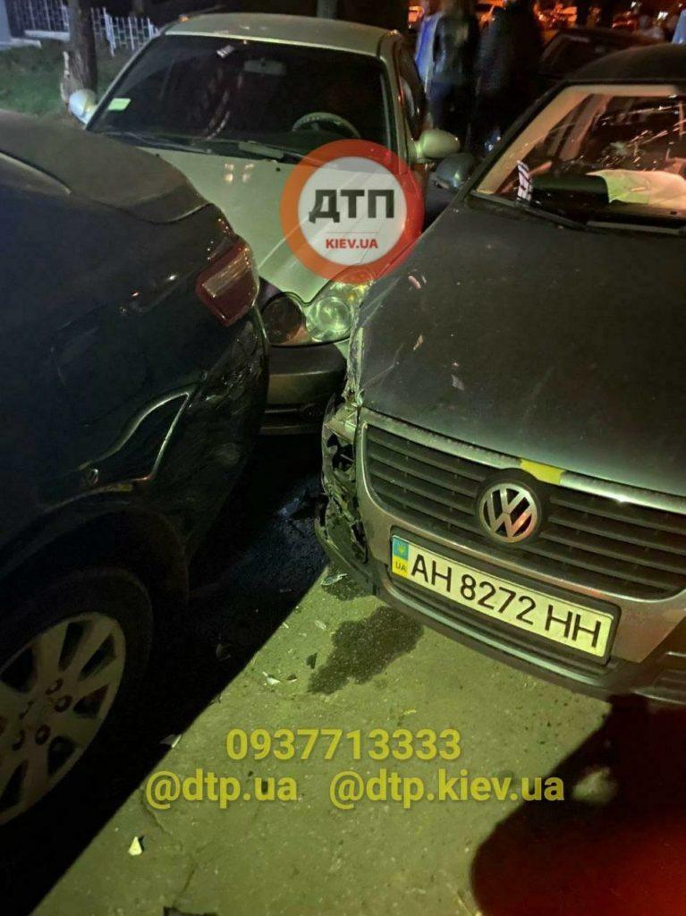 В Киеве пьяный водитель с детьми в салоне протаранил три автомобиля: свою вину в ДТП не признавал