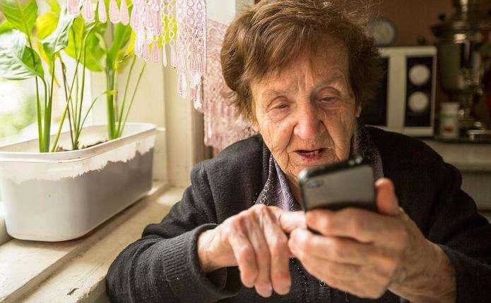 Глава Нацбанку попереджає пенсіонерів про чергову шахрайську схему, якою видурюють з них гроші