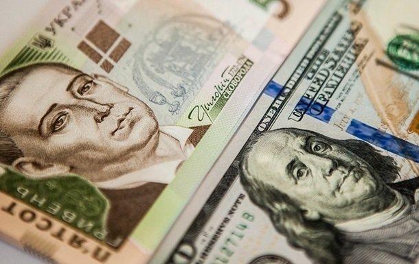 Нацбанк знову знизив курс долара: пора переводити заощадження в іншу валюту