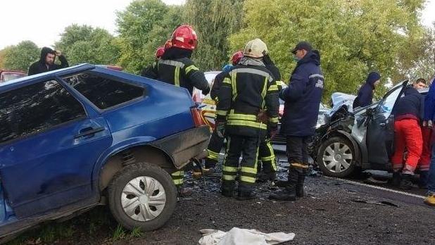 Масштабна смертельна ДТП на трасі Київ-Чоп у Львівській області: зіткнулися чотири автомобілі