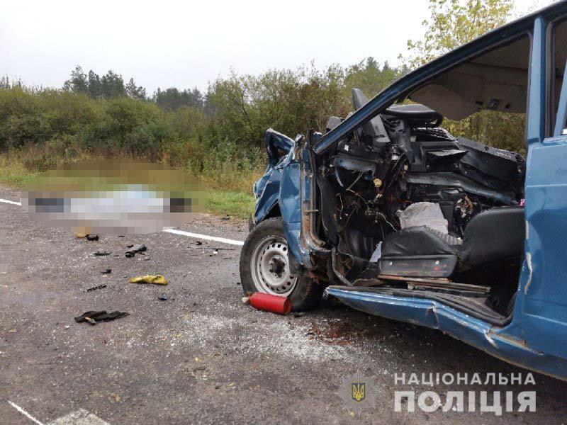 Страшное ДТП под Ровно: людей, мертвых и живых, пришлось вынимать из покореженного металла (видео 18+)