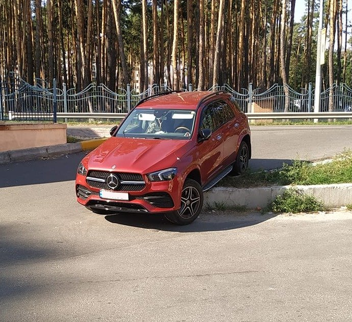 Проклятое место: перекресток под Киевом, на котором регулярно происходят курьезные ДТП
