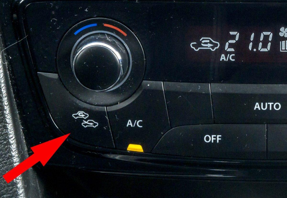 Яку кнопку в автомобілі не можна натискати восени
