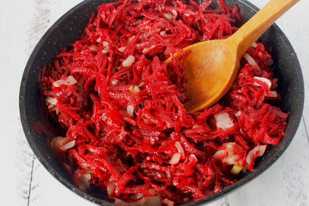 Які продукти можуть зіпсувати смак борщу: розкрито секрети приготування страви