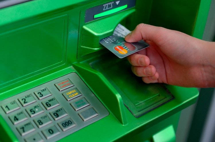 Приватбанк припиняє роботу усіх своїх сервісів: хто не підготувався, в того виникнуть проблеми