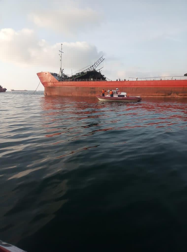 Взрыв российского танкера в Азовском море: троих членов экипажа не могут найти