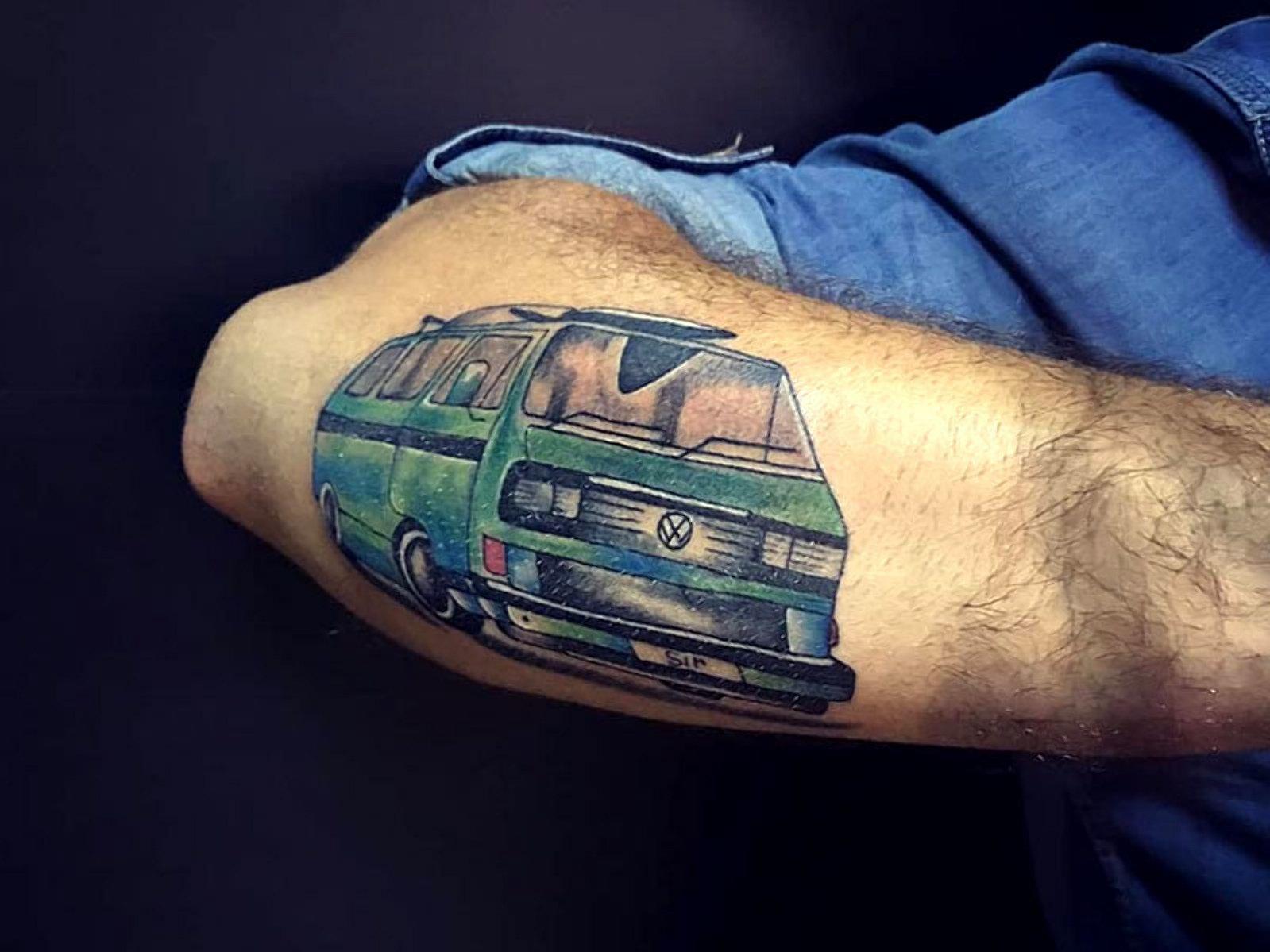 Названо найпопулярніші автомобілі для татуювань