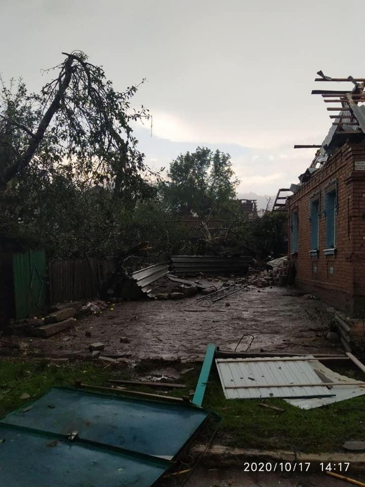 Катастрофа в Кропивницком: ураган разрушил более сотни домов, городская власть срочно собралась на совещание