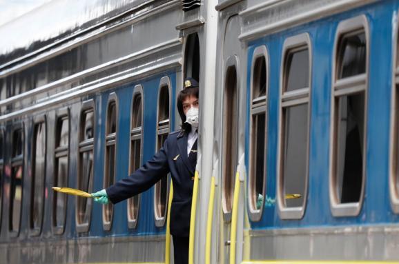 """""""Укрзализныця"""" возобновляет продажу билетов почти по всем железнодорожным станциям: откуда теперь можно будет выехать"""