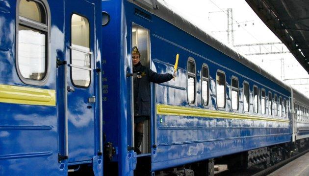 """""""Укрзалізниця"""" через коронавірус відмовила в праві на проїзд жителям дев'яти міст"""