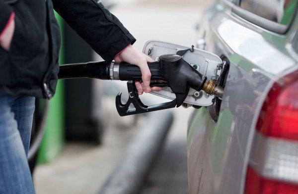 В Украине крупнейшие сети заправок дружно повысили цены на бензин:  что происходит на АЗС