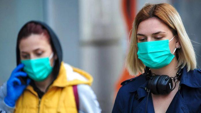 За хворими на COVID-19 в Україні будуть стежити 24 години на добу за прикладом азіатських країн