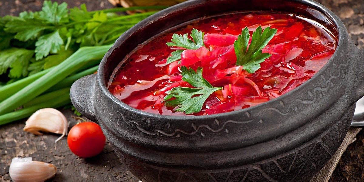 Как приготовить вкусный красный борщ с магазинной заправкой за полчаса