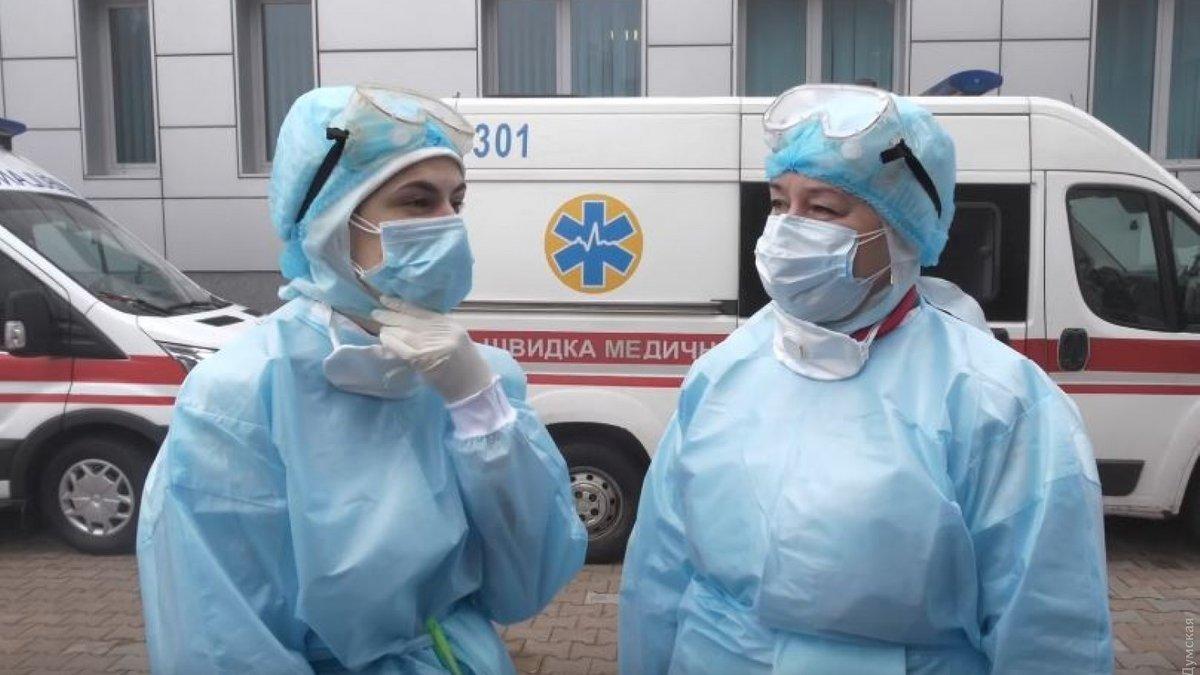Хворим на коронавірус українцям відмовляють у госпіталізації: «Лікарня - не санаторій»