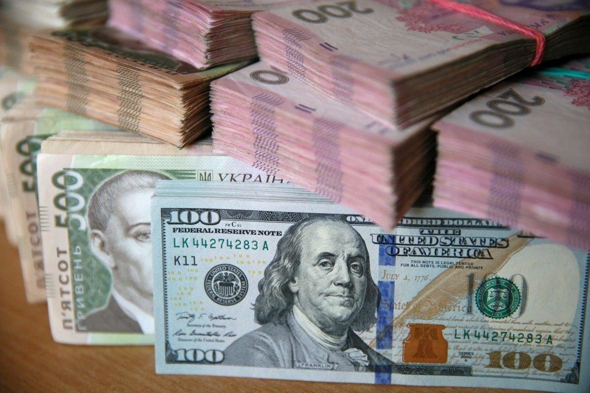 В Україні подешевшає гривня: експерти прогнозують зростання курсу долара