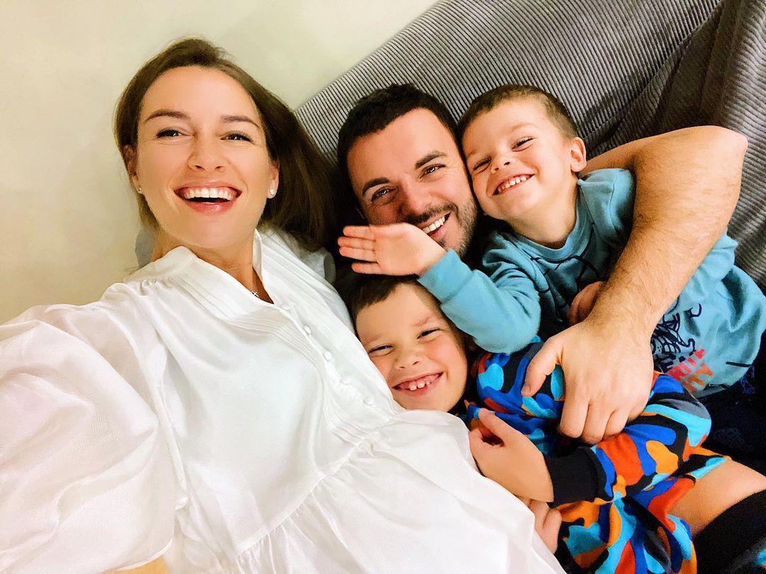 Григорий Решетник стал отцом в третий раз: телеведущий поделился первым фото малыша