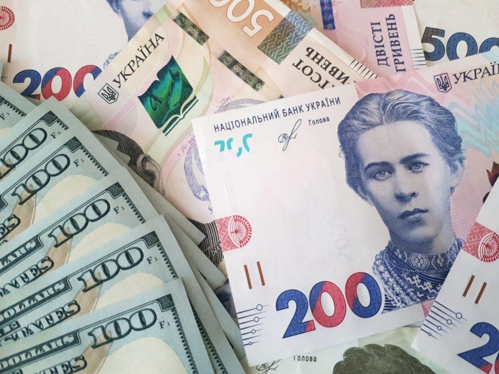 Долар в Україні буде дешевшати: в НБУ зробили прогноз на найближчі три місяці