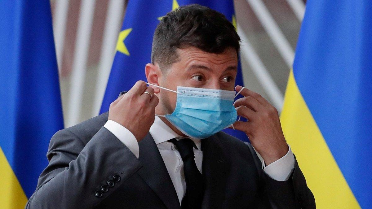 Украинцы оценили работу Зеленского по борьбе с COVID-19: рейтинги упали еще ниже