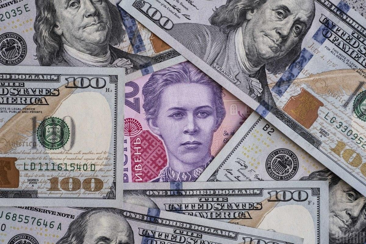 Гривня значно знеціниться: стало відомо, який курс долара заклали в проект бюджету на наступний рік