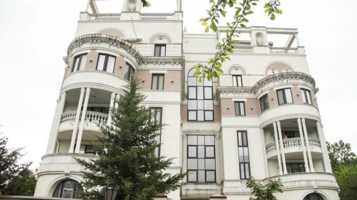 Зеленський може втратити квартиру в Криму через арешт російських літаків