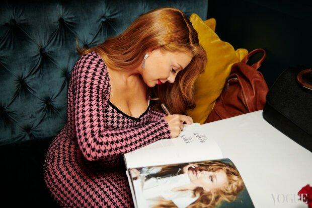 Тіна Кароль показала витончену фігуру у сукні майже за 50 тисяч