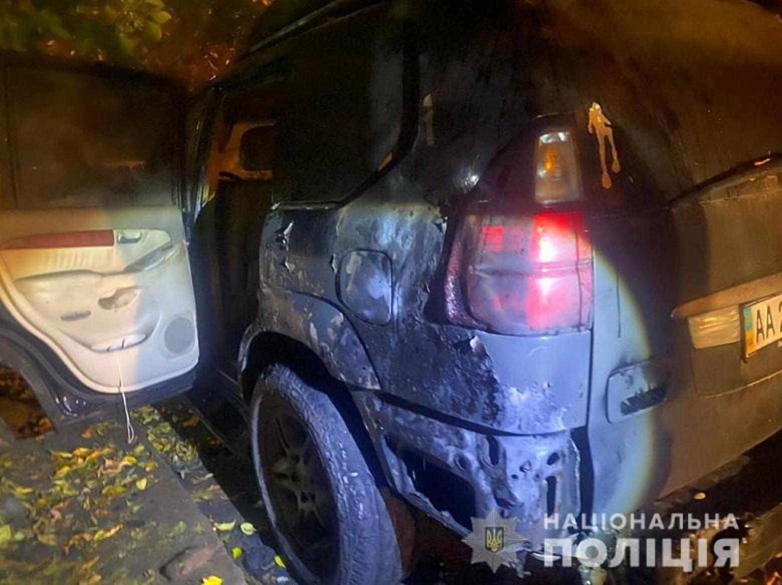 Киянин підпалив три автомобілі в Печерському районі столиці