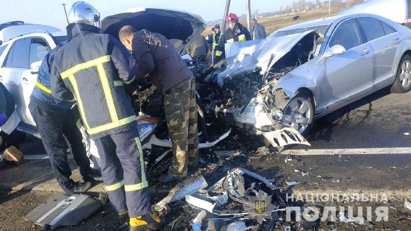 Масштабна  ДТП з медиками на Рівненщині: швидка, що їхала рятувати потерпілих в аварії, перекинулась на дорозі