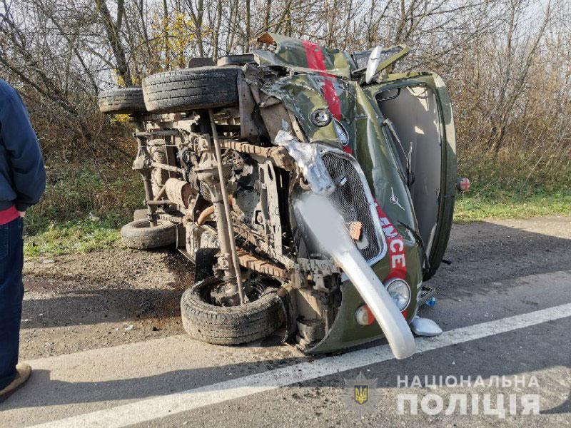 Масштабное ДТП с медиками на Ровенщине: скорая, ехавшая спасать пострадавших в аварии, перевернулась на дороге