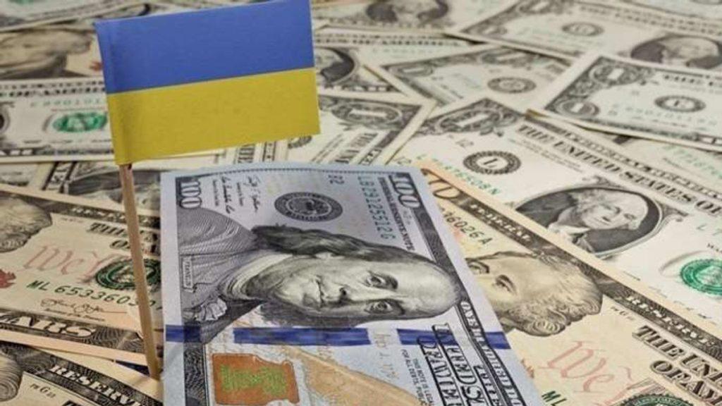 Курс долара продовжує падати: українцям час запасатися валютою