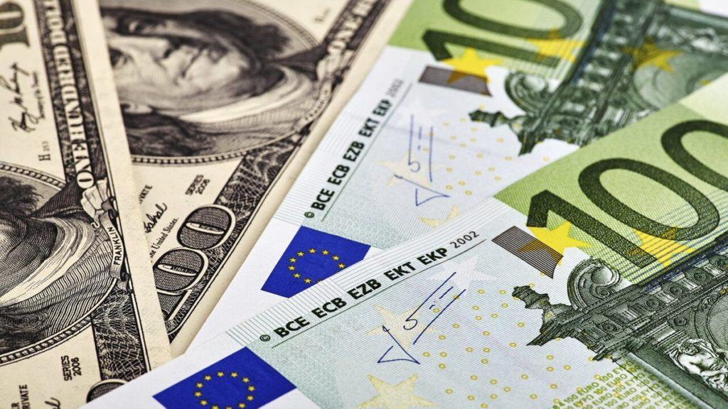 Курс долара в Україні: гривня відкинула американську валюту на вересневі позиції